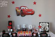 decoration anniversaire cars - sticker cars, prenom en bois, feu rouge cars, macaron rouge, papeterie cars, roue cars, route 66, printables cars - sucette cars, idées cars
