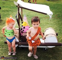 38 halloween costumes for kids girls!Halloween may be a time of all things spooky and scary but you just can\'t beat the cuteness of a toddler in costume. Find the best toddler Halloween Costume . Twin Halloween, Baby First Halloween, Family Halloween Costumes, Halloween 2018, Scary Halloween, Halloween Makeup, Pebbles Flintstone Halloween Costume, Flintstones Costume, Toddler Costumes
