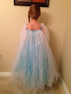 Tie a string across the back of my running top, and fasten the tulle to it.  Bam!  Instead flowy cape!