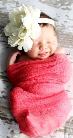 Smiling swaddled infant baby girl with flower crown Toni Kami ~•❤• Bébé •❤•~ Precious newborn photography idea