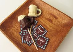 Lollipop de chocolate - caneca de cerveja Chocolate, Bottle Opener, Barware, Wall, Beer Stein, Mugs, Chocolates, Walls, Brown