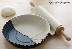 Pasta brisè all'olio o pasta matta | Ricetta base per torte salate: una valida e più leggera alternativa alla classica pasta sfoglia o pasta brisè