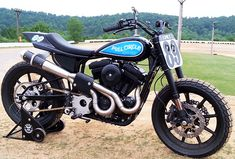 1989 Street Tracker Sportster at Cyril Huze Post – Custom Motorcycle News Sportster Cafe Racer, Harley Davidson Scrambler, Harley Davidson Chopper, Harley Davidson Street Glide, Harley Scrambler, Flat Track Motorcycle, Motorcycle News, Motorcycle Garage, Best Classic Cars