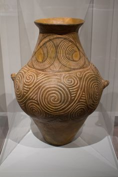 (Trypillian culture) Trypillian pot from the area around the Black sea. ca 5000 BCE. Ceramic Pottery, Ceramic Art, Ukrainian Art, Pottery Techniques, Historical Art, Pottery Studio, Bronze Age, Ancient Art, Clay Art