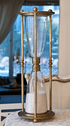 Large Vintage Hourglass i could replicate with pretty salt shakers maybe, dowell rods and wood beads or polymer clay. Hourglass Sand Timer, Hourglass Figure, Decorative Objects, Decorative Accessories, Vintage Antiques, Vintage Items, Flute Champagne, Sand Glass, Sand Timers