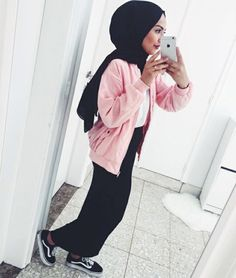 Pink jacket hijab outfit Saved via weheartit Outfit Gym, Casual Hijab Outfit, Hijab Chic, Street Hijab Fashion, Muslim Fashion, Modest Fashion, Fashion Outfits, Sport Look, Hijab Trends