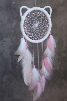 Pink kitty dream catcher for nursery or girl's room. Dream Catcher Bedroom, Dream Catcher Decor, Dream Catcher Boho, Dream Catcher Supplies, Making Dream Catchers, Diy Dream Catcher For Kids, Homemade Dream Catchers, Baby Shower Themes, Baby Shower Gifts
