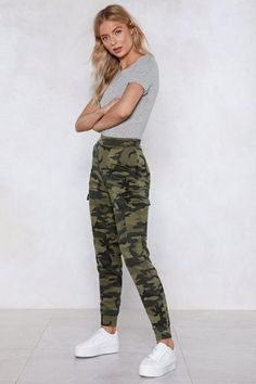 March On Camo Joggers Shop Clothes at Nasty Gal Camo Jeans Outfit, Cute Camo Outfits, Jogger Pants Outfit, Camo Joggers, Casual Outfits, Outfits With Camo Pants, Camo Clothes, Camo Dress, Harem Pants