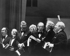 from left: Julius Bloom, Yehudi Menuhin, Dietrich Fischer-Dieskau, Mstislav Rostropovich, Vladimir Horowitz, Leonard Bernstein and Isaac Stern sing Handel's Hallelujah at the 85th anniversary of the opening of Carnegie Hall in New York, 18 May 1976