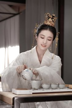 Traditional Gowns, Ceramics Projects, Asian History, Oriental Fashion, Hanfu, Chinese Actress, Chinese Culture, Historical Costume, Character Inspiration