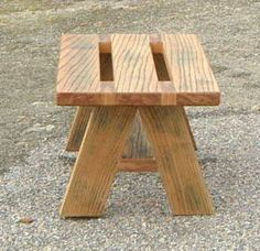 Pin by Ralph Smith on Wood work in 2020 Wooden Pallet Projects, Wooden Pallet Furniture, Small Wood Projects, Diy Outdoor Furniture, Wooden Pallets, Diy Furniture Building, Diy Furniture Plans, Woodworking Furniture, Woodworking Projects That Sell