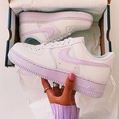 Cute Sneakers, Sneakers Mode, Sneakers Fashion, Nike Air Force 1 Outfit, Nike Shoes Air Force, Jordan Shoes Girls, Girls Shoes, Shoes Women, Zapatillas Nike Air Force