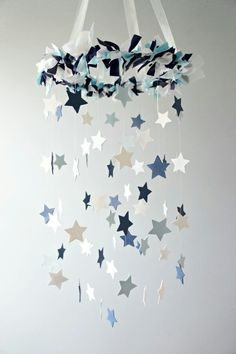 Make your own mobile - creative craft ideas for a great baby mobile - Basteln - Baby Diy Hanging Mobile, Diy Hanging, Hanging Stars, Baby Decor, Nursery Decor, Star Nursery, Nursery Ideas, Baby Crafts, Diy And Crafts