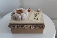 sewing box outside - by Con la stoffa. My Sewing Room, Sewing Box, Decoupage Vintage, Shabby Vintage, Diy And Crafts, Crafts For Kids, Paper Crafts, Altered Boxes, Sweet 16 Parties