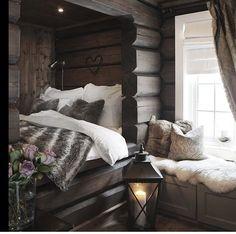 Slik skal soverommet i hytten være! Cabin Homes, Log Homes, Home Bedroom, Bedroom Decor, Woodsy Bedroom, Bedrooms, Cozy House, Cozy Cabin, My Dream Home