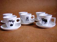 Conjunto de gato - 6 xicaras de cafe com pires R$80,00
