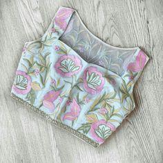 Blouse designs Saree Blouse Neck Designs, Simple Blouse Designs, Stylish Blouse Design, Stylish Dress Designs, Style Oriental, Designer Blouse Patterns, Saris, Clothing, Dresses