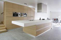 Hoge keukenwand + eiland Idee bergruimte