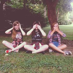 Hear no evil, see no evil, speak no evil | best friends photoshoot
