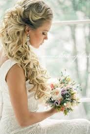 Resultado de imagem para penteados para cabelos longos com cachos