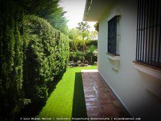 Rediseño de Jardín privado residencial. Zona Urbanización Pery Junquera. Instalación de césped artificial en San Fernando, Cadiz.