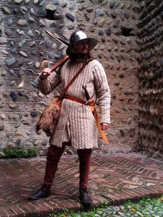 October 2012 - Turin, Medieval Village Lorenzo Piedmont crossbowman from the half of XIII century. He's equipped with a chapel-de-fer (iron hat) and a gambison, and armed with a falchion and a cros...