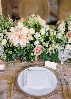 Tall Wedding Centerpieces, Wedding Table Flowers, Wedding Reception Decorations, Floral Centerpieces, Floral Wedding, Wedding Colors, Table Wedding, Wedding Ideas, Floral Arrangements