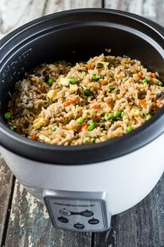 """No Wok, No Problem: Rice Cooker Fried Rice - - Using the Hamilton Beach Cup Rice Cooker, you can easily mimic """"fried"""" rice thanks to its saute function. You can saute directly in the rice cooker. Rice Cooker Pasta, Aroma Rice Cooker, Rice Cooker Recipes, Rice Recipes, Cooking Recipes, Fried Rice Recipe Rice Cooker, Asian Recipes, Slow Cooker Huhn, Slow Cooker Chicken"""