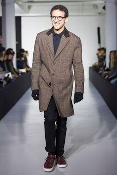 men's winter 2017 fashion show enjoy our friends wearing agnès b.'s exclusive looks! actor : Vincent Dedienne