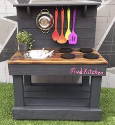 Outdoor Play Kitchen, Diy Mud Kitchen, Mud Kitchen For Kids, Kids Outdoor Play, Kids Play Area, Backyard For Kids, Diy For Kids, Garden Kids, Children Play