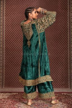 Beautiful Dress Designs, Stylish Dress Designs, Stylish Dresses, Beautiful Dresses, Shadi Dresses, Indian Dresses, Velvet Dress Designs, Embroidery Suits Punjabi, Indian Couture