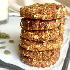 101 Calorie Lunchbox Friendly Banana & Date Cookies Healthy Mummy Recipes, Healthy Sweet Treats, Healthy Sweets, Healthy Baking, Raw Food Recipes, Baking Recipes, Healthy Snacks, Healthy Cookies, Seed Cookies