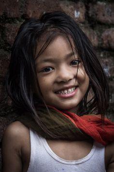 Smile by Mustafa AbdulHadi. LUCHAR PARA QUE TENGAN UN GRAN FUTURO,JUNTOS EN ESTA TIERRA.