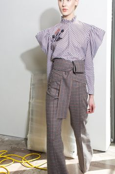 Silvia Tcherassi Fall 2018 Ready-to-Wear Fashion Show Collection: See the complete Silvia Tcherassi Fall 2018 Ready-to-Wear collection. Look 3 Fashion 2018, Love Fashion, Runway Fashion, Fashion Design, Fashion Trends, Couture, Corporate Wear, Mode Hijab, Fashion Show Collection