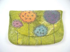Felted bag with embroidery - filzallueren