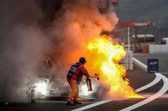# 9 Lotus CLM P1 / 01 - AER: Christophe Bouchut, James Rossiter, Pierre Kaffer sube en llamas