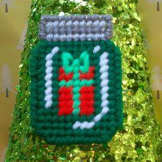 Plastic Canvas Stitches, Plastic Canvas Coasters, Plastic Canvas Ornaments, Plastic Canvas Christmas, Plastic Canvas Crafts, Free Plastic Canvas Patterns, Mini Mason Jars, Canvas Designs, Canvas Ideas
