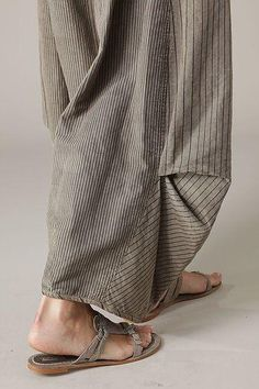 fabulous loose summer casual clothes - baggy pants OSKA New York Fashion Details, Boho Fashion, Womens Fashion, Fashion Design, Boho Mode, Mode Inspiration, Dressmaking, Boho Chic, Ideias Fashion