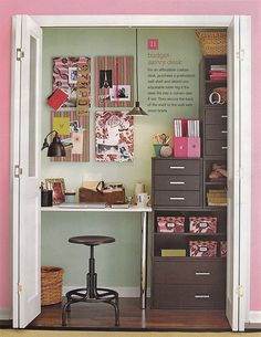 Love the closet office. Perhaps a plan for the weird bunkbed closet in my house?