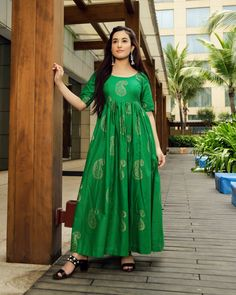 Royal Green Handblock Maxi Dress – Aachho Royal Green Maxi Dress embellished with Golden Handblock Print all over it . Punjabi Fashion, Ethnic Fashion, Women's Fashion, Eid Dresses, Elegant Dresses, Green Maxi, Green Dress, Indian Designer Suits, Designer Kurtis