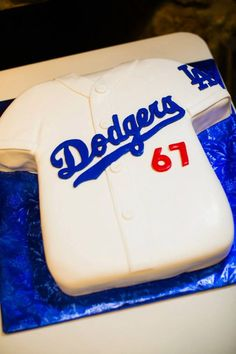 Cute idea, use whatever team he loves. Grooms cake