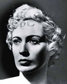 Dora Maar - French photographer, poet and painter. Photo by Man Ray Surrealist Photographers, French Photographers, Portrait Photographers, Pablo Picasso, Lee Miller, Vivian Maier, Man Ray Photography, White Photography, Photography Tips