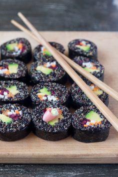 Veggie quinoa sushi - Lazy Cat Kitchen - Dünya mutfağı - Las recetas más prácticas y fáciles Quinoa Sushi, Veggie Sushi, Sushi Sushi, Sushi Sandwich, Raw Food Recipes, Vegetarian Recipes, Healthy Recipes, Vegetarian Sushi Rolls, Making Sushi Rolls