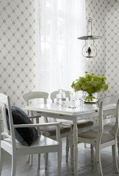 Linne wallpaper from Borastapeter 1920s House, Interior Wallpaper, Hygge Home, Blue Color Schemes, Scandinavian Interior Design, Kitchen Pendants, Dining Room Inspiration, Neutral Colors, Dining Table
