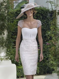 See the latest collections for mother-of-the-bride outfits, from glamorous dresses Mother Of The Bride Fashion, Mother Of Bride Outfits, Mother Of Groom Dresses, Bride Groom Dress, Groom Outfit, Mothers Dresses, Mother Bride, Bride Suit, Glamorous Dresses