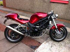 clasic auto motor: Suzuki SV 650 Cafe Racer by TamSV Suzuki Cafe Racer, Cafe Racer Build, Cafe Racers, Cafe Bike, Cafe Racer Motorcycle, Suzuki Sv 650, Cute Cafe, Motor Car, Auto Motor
