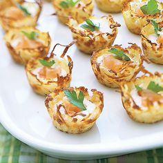 Just a small amount of smoked salmon is needed to highlight the flavor in the creamy filling of these bite-sized potato nests. Just a small amount of smoked salmon is needed to highlight the flavor in the creamy filling of these bite-sized potato nests. Inexpensive Appetizers, Cheap Easy Meals, Cheap Recipes, Easy Recipes, Smoked Salmon Appetizer, Smoked Salmon Recipes, Appetizer Recipes, Appetizers For Party, Party Snacks