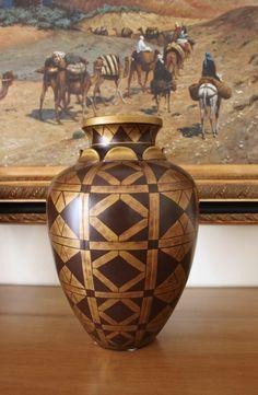 Vaso con motivi decorativi geometrici  #Sahara #Etnic #classic #vase #interiordesign #complements Interior Design, Home Decor, Nest Design, Decoration Home, Home Interior Design, Room Decor, Interior Designing, Interiors, Home Decoration