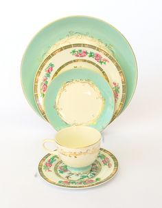 antique china is so beautiful. http://berryvogue.com/dinnerware