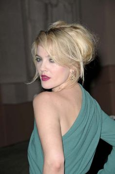 It takes a certain amount of sass to sport such a vampy, imperfect bouffant like this one on Drew Barrymore!
